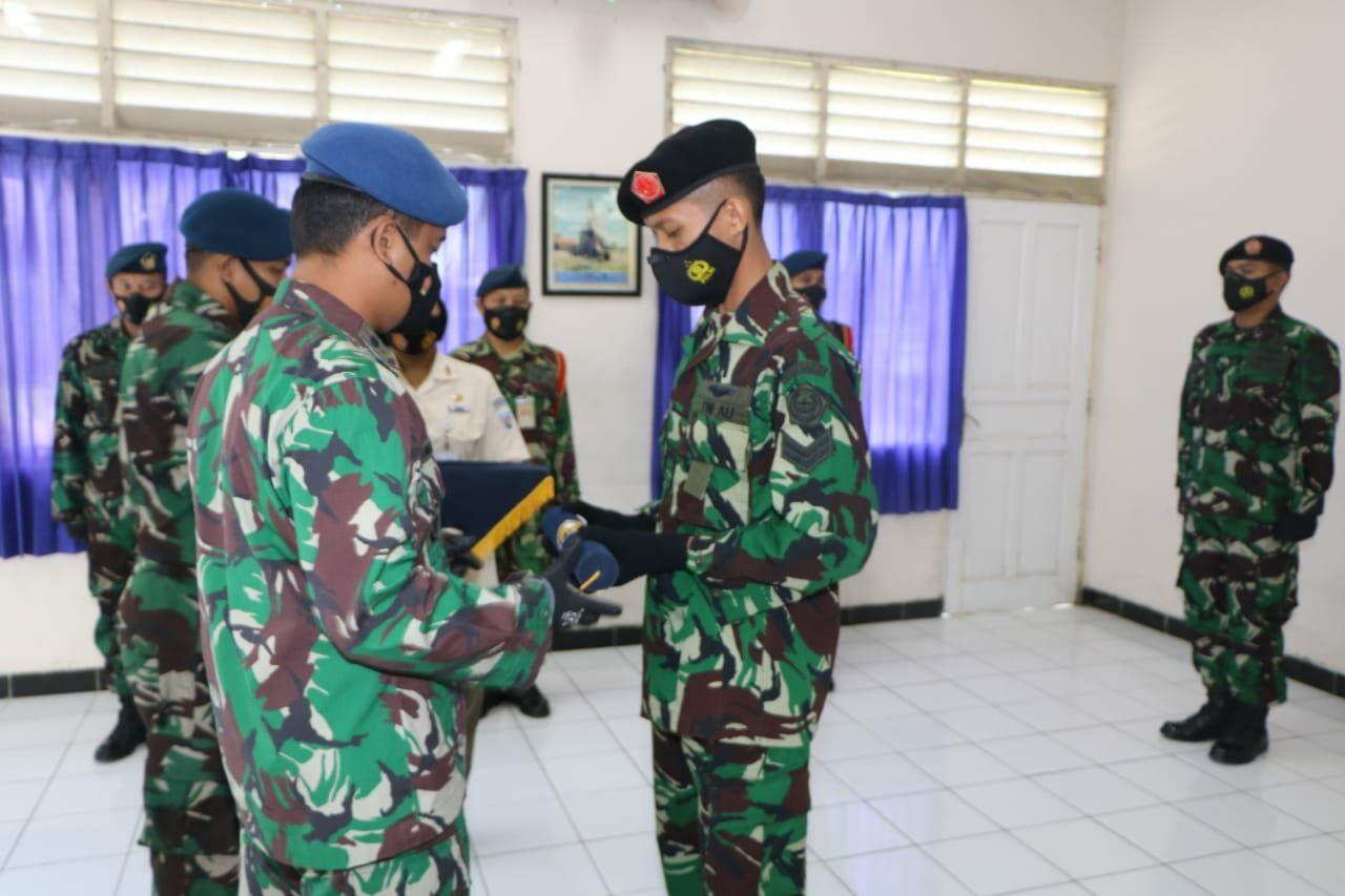 Sertu Fandi Rahmad siswa Terbaik Susba Inspektor Har Radar A-25