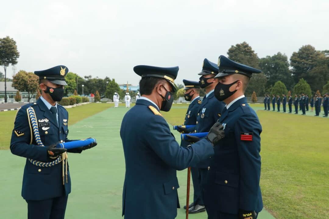 Koopsau I Gelar Upacara Peringatan Hari Ulang Tahun ke-75 TNI AU