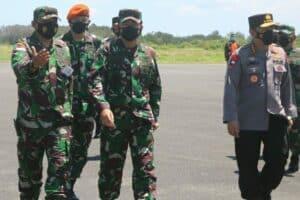 Danlanud RSA Natuna Sambut Panglima TNI dan Kapolri Tinjau Serbuan Vaksinasi di Lanud RSA