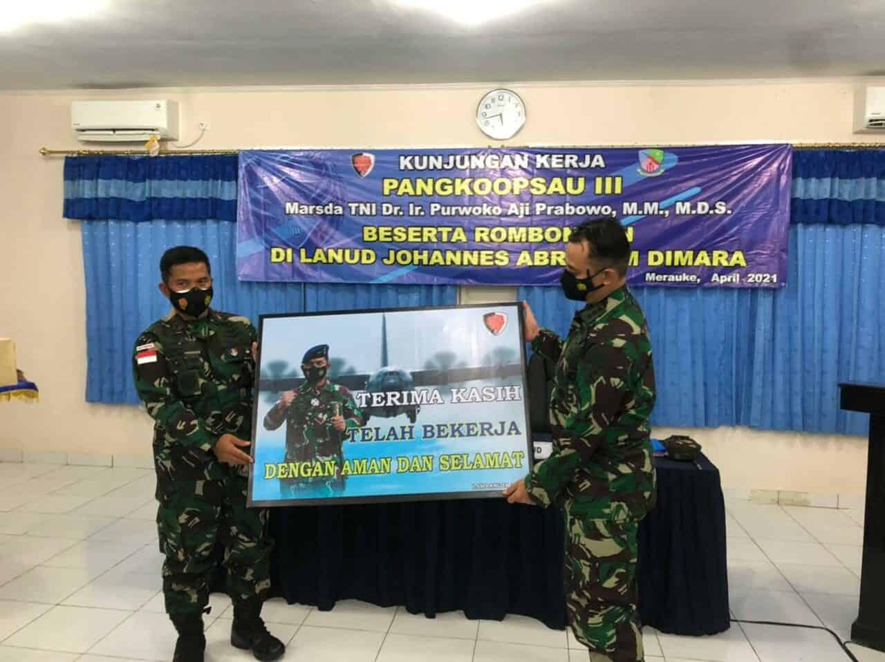 Pangkoopsau III Laksanakan Kunjungan Kerja di Lanud J.A.Dimara