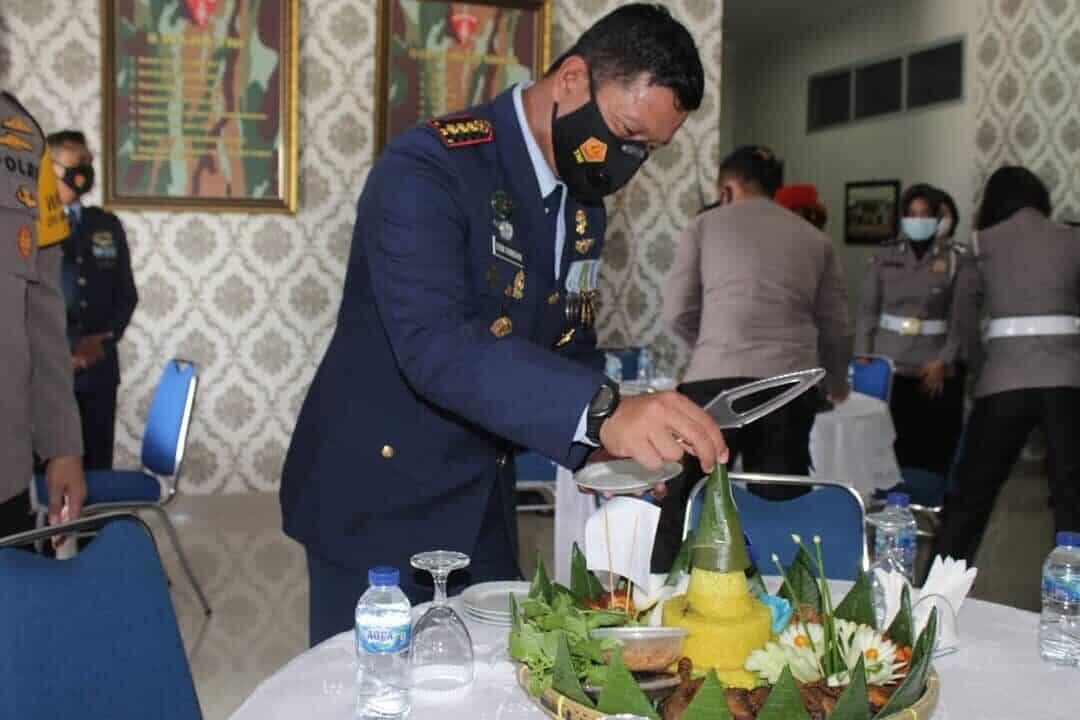 Danwing III Paskhas Terima Surprise HUT ke-75 TNI AU dari Wakapolda Sumut