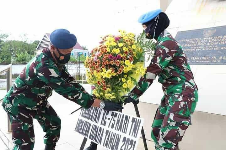 PRAJURIT TNI ANGKATAN UDARA ZIARAH KE TAMAN MAKAM PAHLAWAN PANAIKKANG