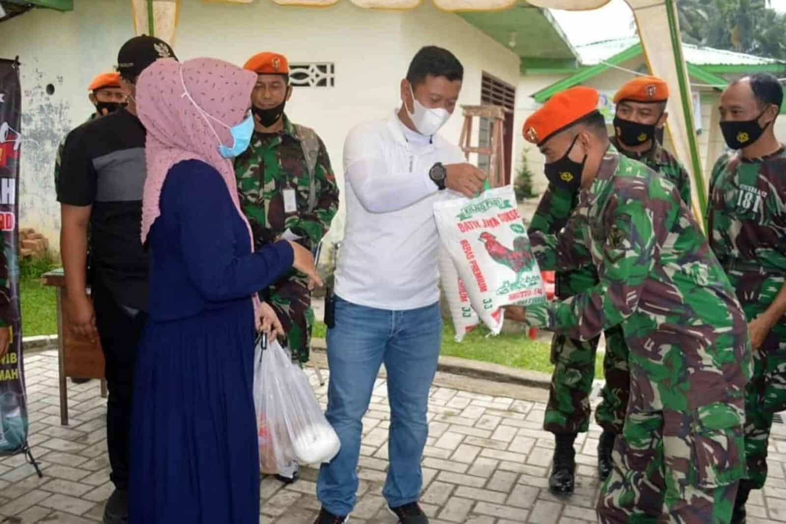 Danwing III Paskhas Kolonel Pas Deni Ramdani, S.E. Membuka Acara Bhakti Sosial Berupa Kegiatan Pasar Murah 5 Titik di Wilayah Kota Medan