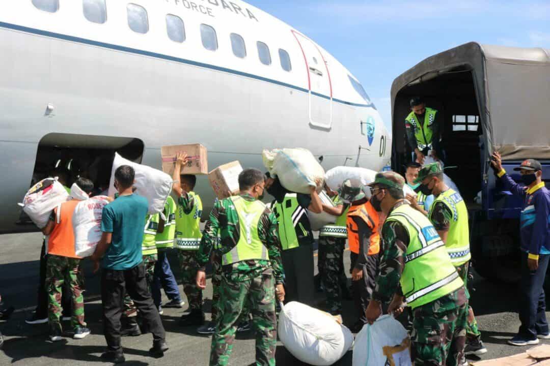 Lanud Sjamsudin Noor dan PIA AG Cab.11/D.II Lanud Sjamsudin Noor Dukung Bansos Bencana Alam di Nusa Tenggara Timur