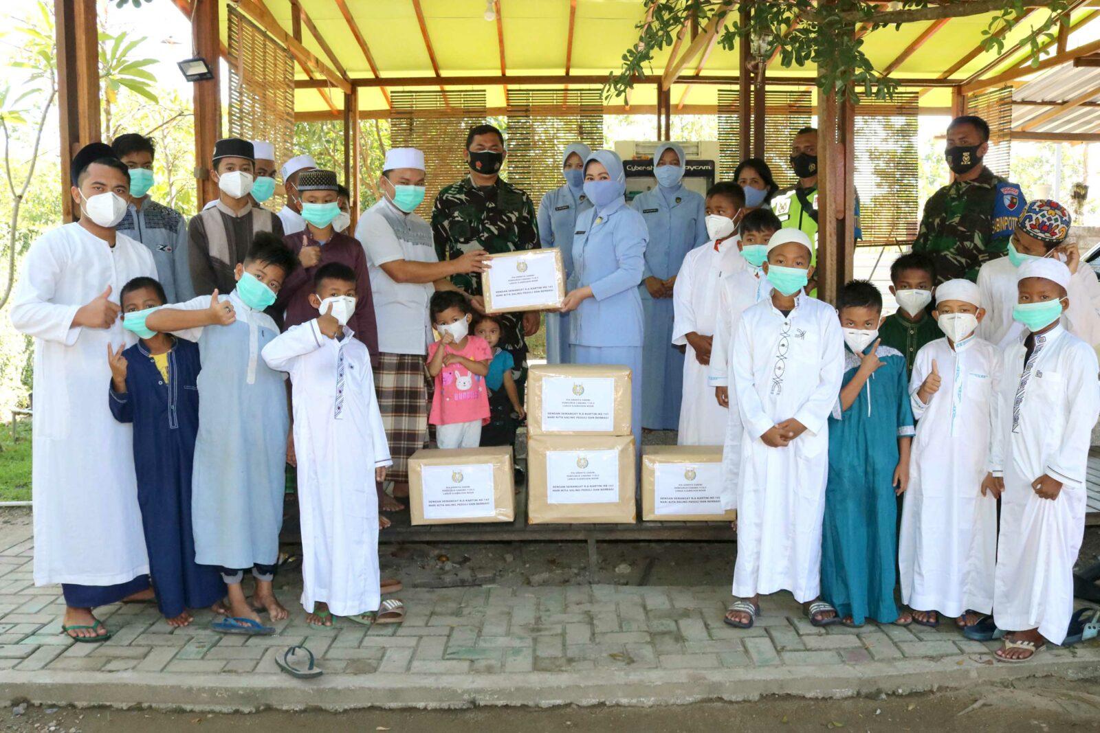Saling Peduli dan Berbagi, PIA AG Cab.11/D.II Lanud Sjamsudin Noor Anjangsana Ke Rumah Anak Yatim Ar-Rohman Banjarbaru dan Berikan Kursi Roda Kepada Penyandang Disabilitas