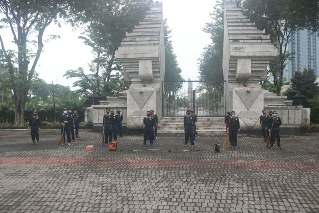Pusdiklat Hanudnas Laksanakan Karya Bhakti Di TMP 10 November Surabaya Dalam Rangka Peringatan HUT Ke-75 TNI Angkatan Udara