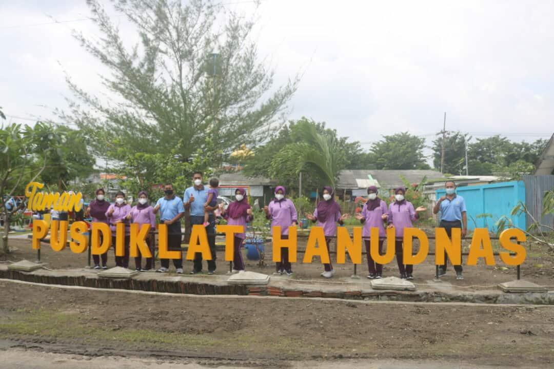 Komandan dan Ketua IKKT PWA Cab. 05 Pusdiklat Hanudnas Resmikan Taman Bermain Anak-Anak