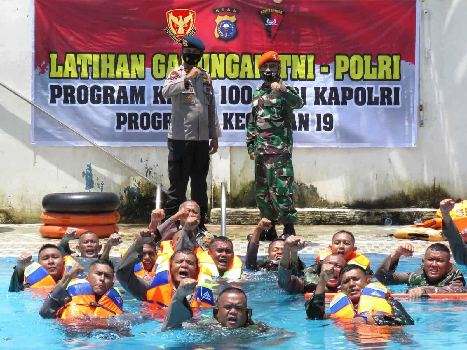 Wujud Sinergitas Tni-Polri, Yonko 462 Paskhas Dan Satbrimobda Polda Riau Melaksanakan Latihan Sar Bersama