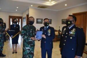 "Pangkoopsau I ""Hadiahi"" Pemenang Lomba Antar Satuan Operasi (LASO)"