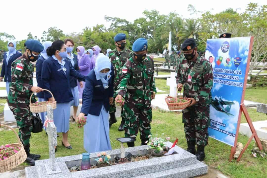 Mengenang Jasa Para Pahlawan Dalam Rangka HUT TNI AU Ke-75 Pangkoopsau III Pimpin Ziarah Rombongan