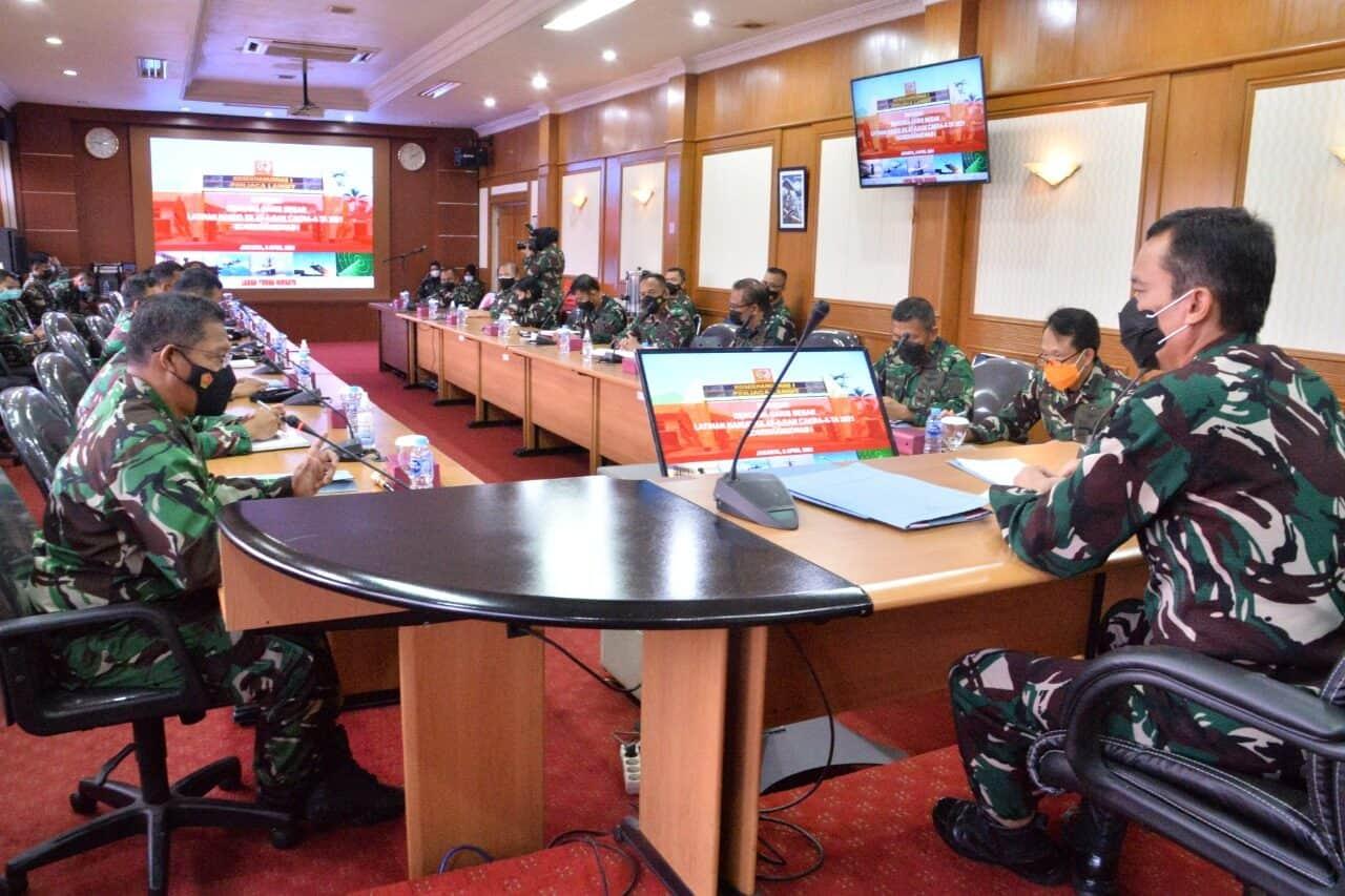 "Kaskohanudnas Marsekal Pertama TNI H. Haris Haryanto, S.I.P memimpin acara paparan Rencana Garis Besar (RGB) Latihan Pertahanan Udara Kilat A dan Cakra A di ruang Suryadarma Makohanudnas Jakarta Timur, Kamis (8/4/2021). Dalam sambutan yang dibacakan Kaskohanudnas, Pangkohanudnas mengatakan,"" Latihan Hanud Kilat A dan Cakra A TA. 2021 merupakan kegiatan latihan tingkat Kohanudnas bertujuan untuk melatih kesiapan Kohanudnas dan jajaran dalam menghadapi ancaman nyata di wilayah tanggung jawab tiap Kosekhanudnas. Wujud latihan berupa uji aplikasi piranti lunak, serta kesiapan tiap kosekhanudnas dan jajarannya menghadapi gangguan dan ancaman guna mewujudkan sishanudnas yang handal. Saya berharap melalui paparan RGB latihan yang akan disampaikan, kita dapat mengetahui perencanaan, penyiapan, pelaksanaan serta pengakhiran Latihan Hanud Kilat A dan Cakra A di wilayah udara tanggung jawab Kosekhanudnas I"", tegas Panglima. Acara dihadiri oleh Pangkosekhanudnas I Marsma TNI Djoko Tjahjono,S.E.,M.M Asops Kaskohanudnas Kolonel Pnb. Prasetiya Halim,S.H, para pejabat Kohanudnas dan Kosekhanudnas I serta perwira staf. Dalam kesempatan tersebut Asops Kosekhanudnas I Kolonel Pnb.Tiopan Hutapea,S.Sos.,M.A.P memaparkan RGB Latihan Pertahanan Udara Kilat A dan Cakra A yang akan dilaksanakan di wilayah Kosekhanudnas I."