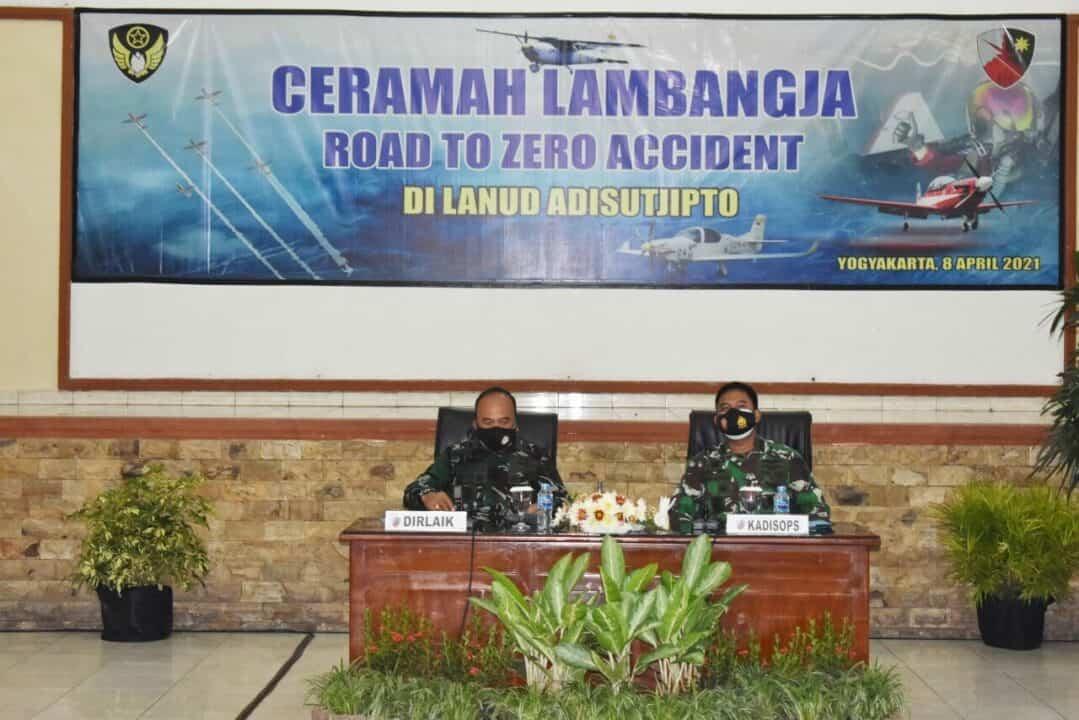 Ceramah Lambangja Road To Zerro Accident digelar di Lanud Adisutjipto.