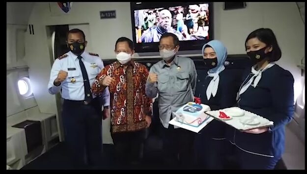 Perayaan HUT ke-75 TNI AU dari dalam kabin C-130 Hercules A-1314