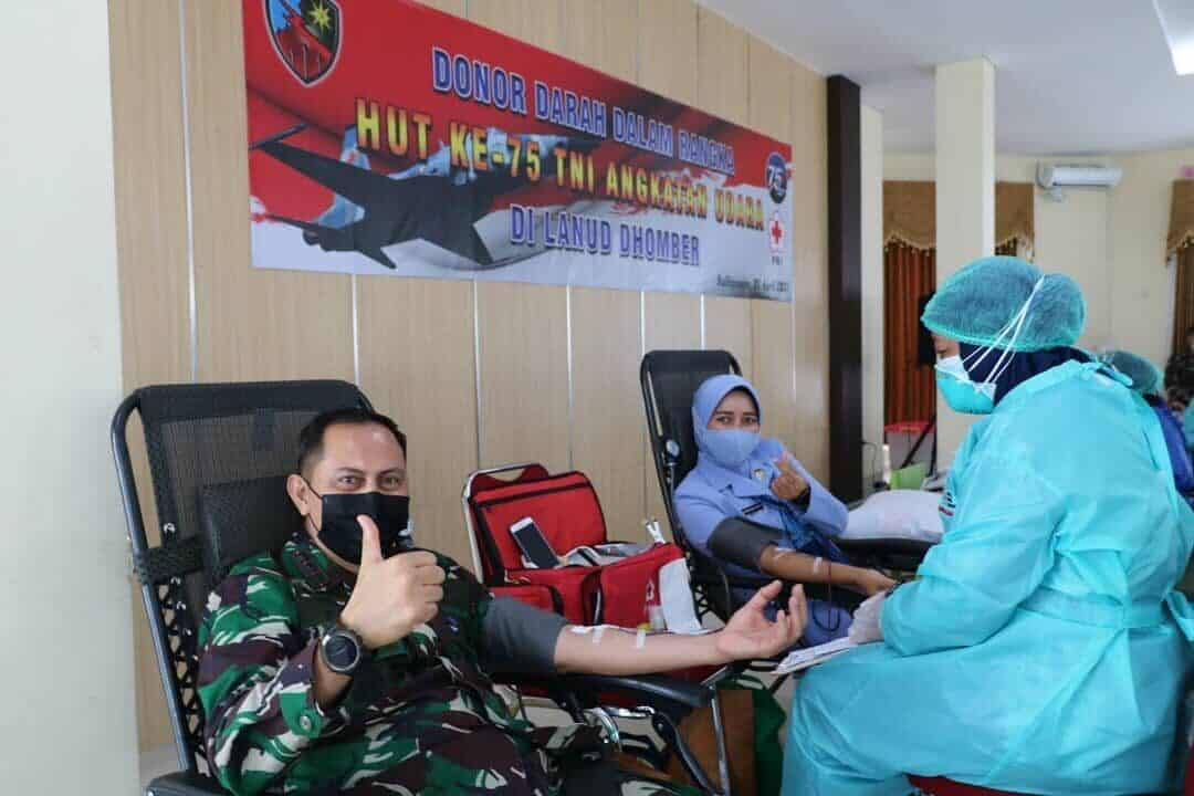 Lanud Dhomber Gelar Donor Darah Sambut HUT Ke-75 TNI AU