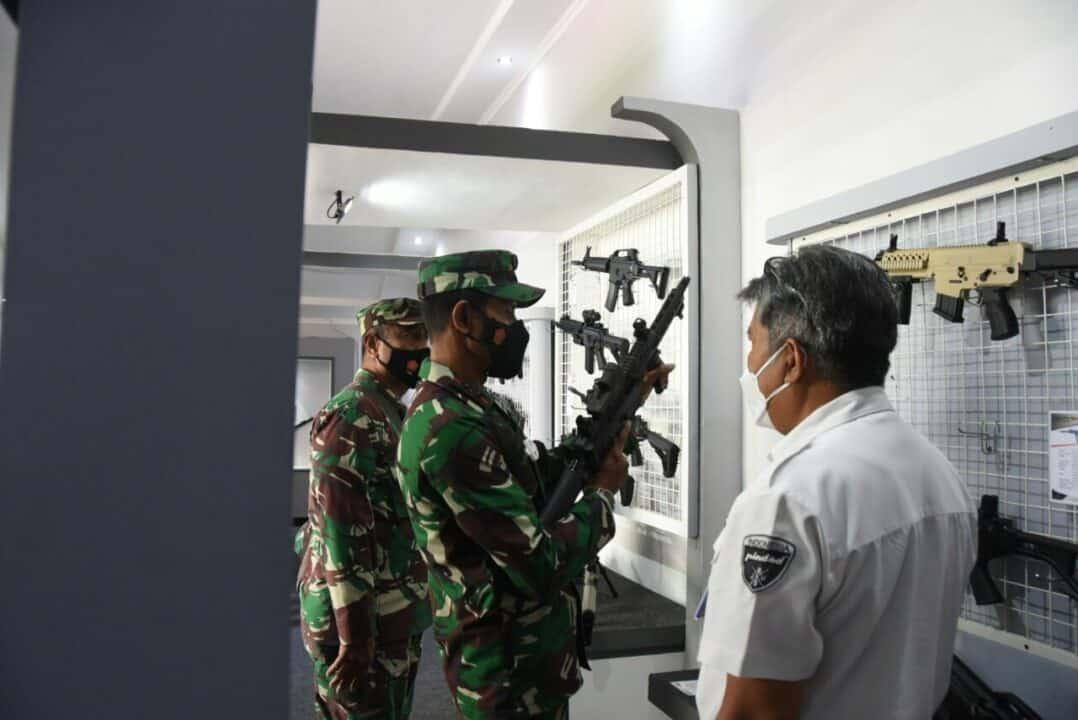 Dankoharmatau Laksanakan Kunjungan Komsos dan Binpotdirga di PT. PINDAD