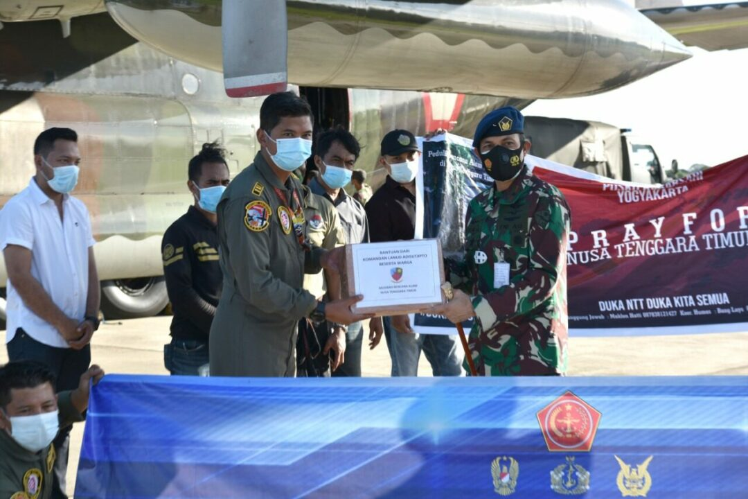 Bantuan Kemanusiaan Bencana Alam NTT dikirim dari Lanud Adisutjipto.