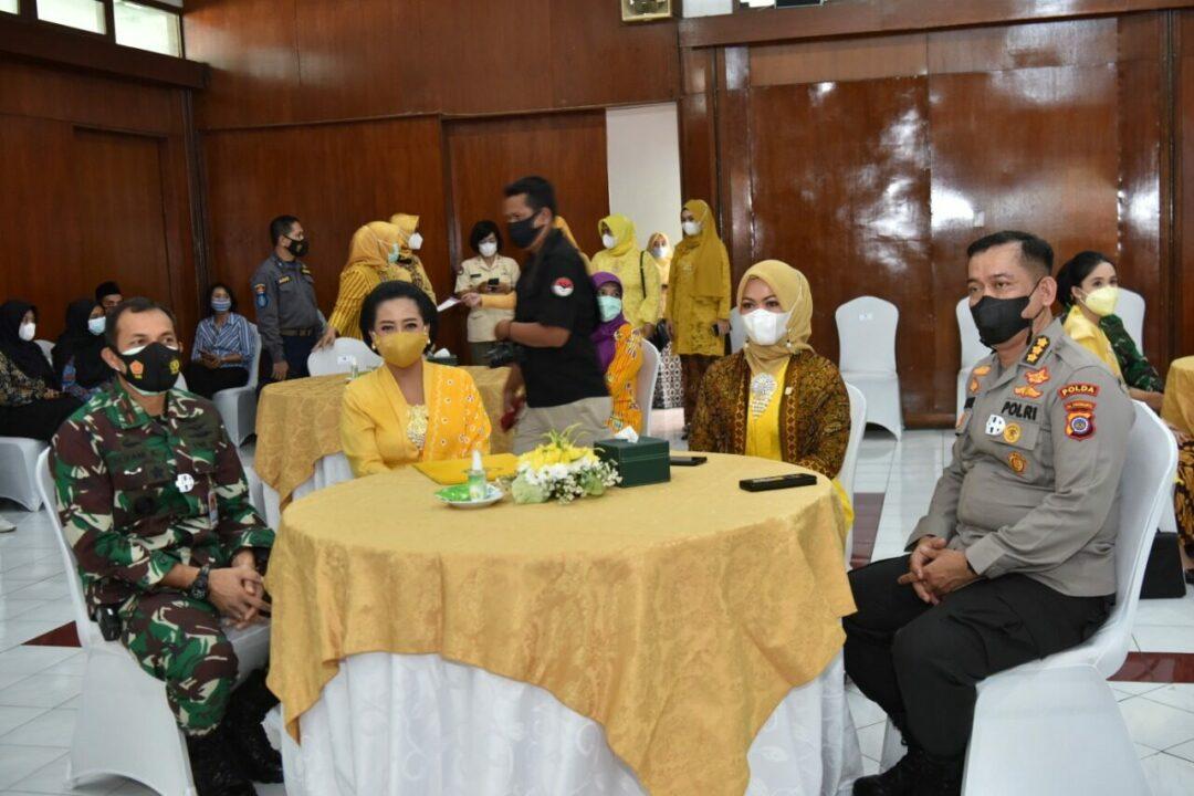 Danlanud Adisutjipto beserta Ketua PIA Ardhya Garini Cab 2/ Gab II Lanud Adisutjipto hadiri peringatan Hari Kartini