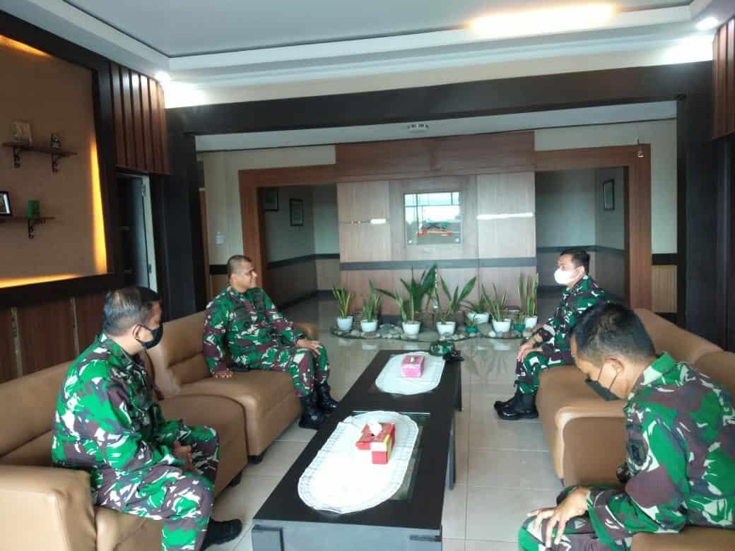 Jalin Sinergitas Komandan Lanud Sjamsudin Noor Laksanakan Kunjungan Silaturahmi Ke Komandan Rindam VI/Mulawarman