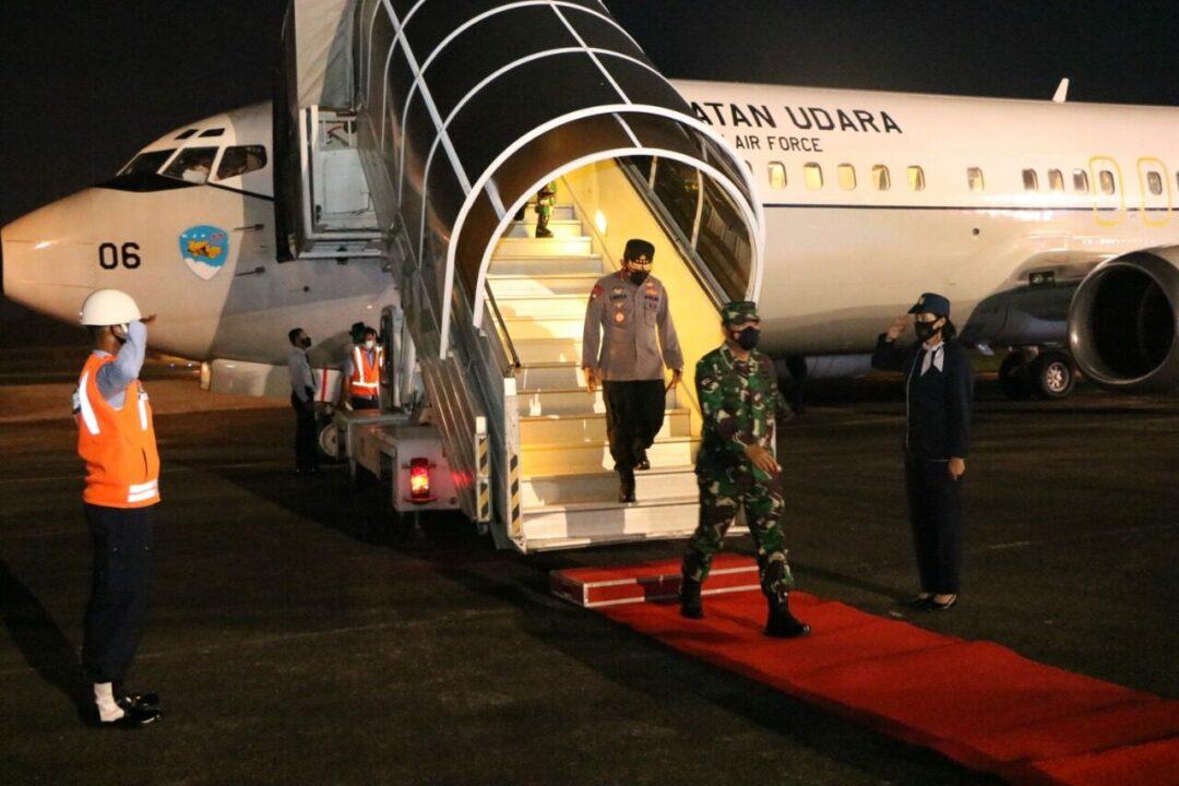 Panglima TNI Bersama Kapolri Kembali Transit di Lanud Hnd Setelah Melaksanakan Kuker ke Wilayah Provinsi Papua