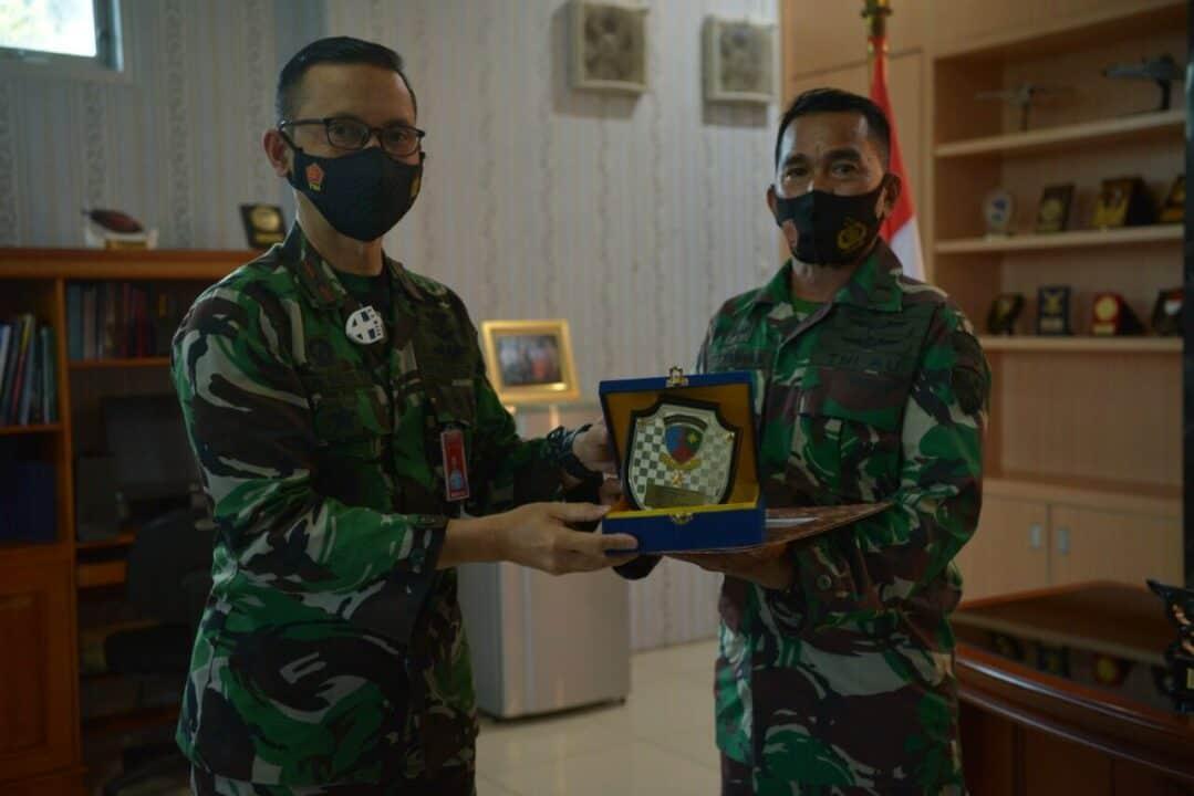 Danlanud Sultan Hasanuddin Berikan Piagam Penghargaan Kepada Prajurit yang Memasuki Purna Tugas