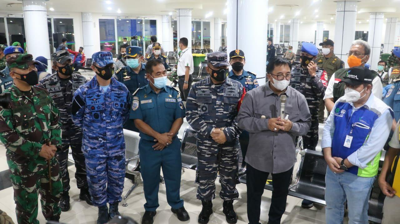 Danlanud Dhomber Meninjau Kegiatan Rapid Antigen Acak Di Bandara SAMS Sepinggan Balikpapan