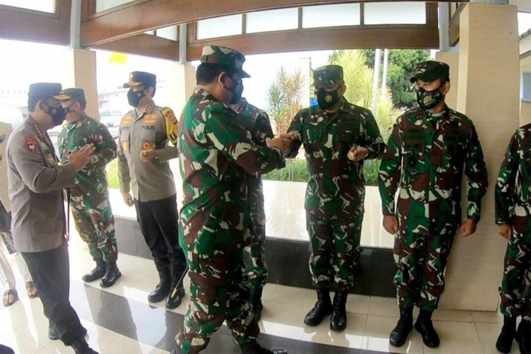 Dankorpaskhas Sambut Kedatangan Panglima TNI dan Kapolri di Lanud Husein Sastranegara