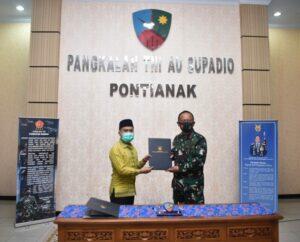 Pangkoopsau I Kunker ke Lanud Supadio, Beri Pembekalan Prajurit dan Tandatangani Kerjasama dengan Pemkab Sambas.