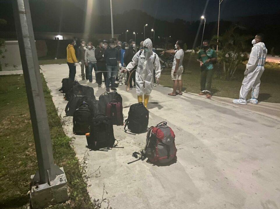 Gugus Tugas penanganan Covid-19 Lanud Hang Nadim Melaksanakan Medivac (Medical Evacuation).