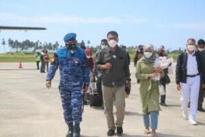 Danlanud RSA Sambut Bupati dan Wakil Bupati Natuna Dengan Jajar Kehormatan
