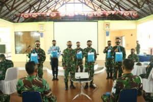Danlanud Pattimura Laksanakan Jam Komandan dan Membagikan Tali Asih kepada Seluruh Personel Lanud Pattimura
