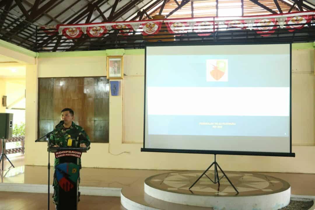 Sambut Hari Raya Idul Fitri 1442 H, Danlanud Pattimura Laksanakan Jam Komandan dan Membagikan Tali Asih kepada Seluruh Personel Lanud Pattimura.