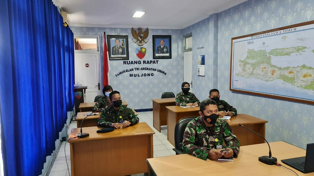 Tim ZI Lanud Muljono mengikuti kegiatan Vicon Sosialisasi dan Pembekalan Zona Integritas Koopsau II