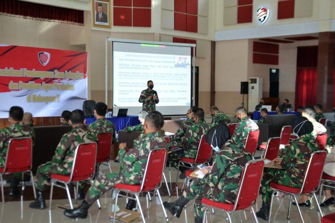 Inspektur Koopsau II, Kolonel Tek I Nyoman Sudarsana, S.IP., M.H., M.Tr(Han) memberikan Sosialisasi tentang Zona Integritas (ZI) dan Pemilihan Agen Perubahan.