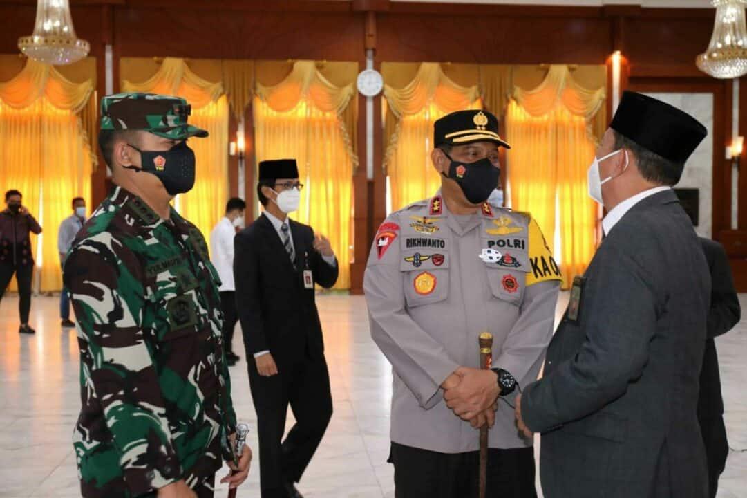 Dilantik Jadi Sekda Provinsi Kalimantan Selatan dan Kepala Kantor Regional VIII BKN Banjarmasin Komandan Lanud Sjamsudin Noor Ucapkan Selamat