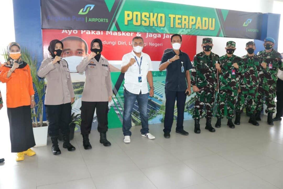 Larangan Mudik Berlaku, Komandan Lanud Sjamsudin Noor Tinjau Posko Penyekatan Di Bandara Internasional Syamsudin Noor