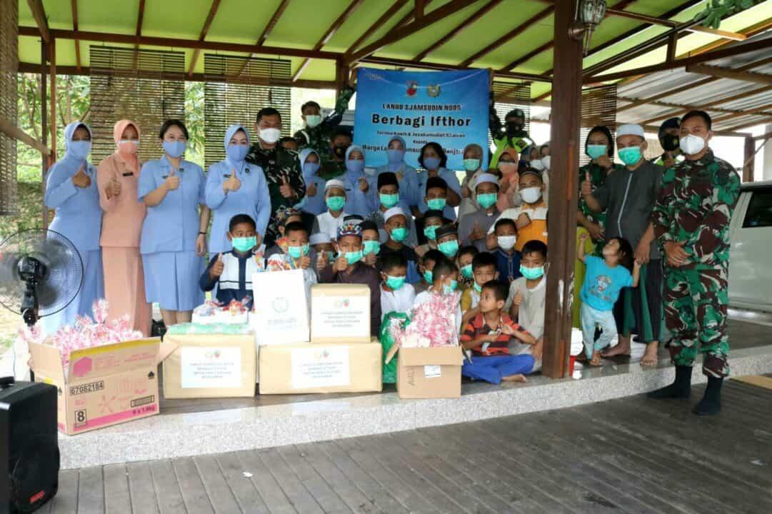 Aksi Peduli Ramadhan, PIA AG Cab.11/D.II Lanud Sjamsudin Noor Berbagi Ifthor dan Kado Lebaran Kepada Anak Yatim