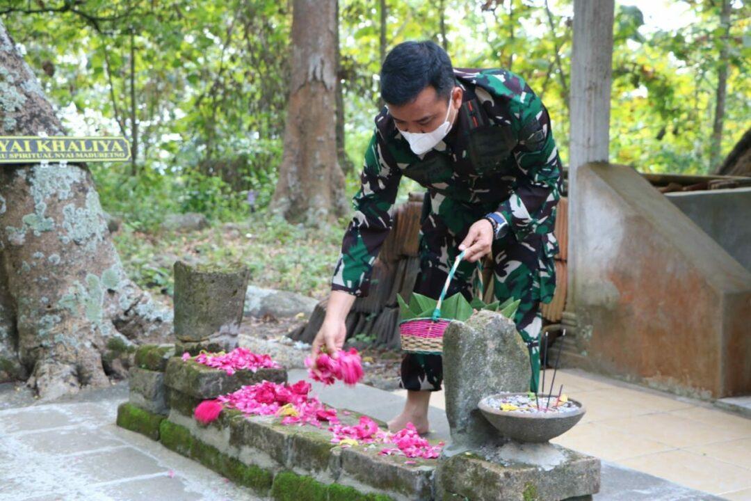 Danlanud Iswahjudi Lanjutkan Tradisi, Ziarah Ke Makam Leluhur