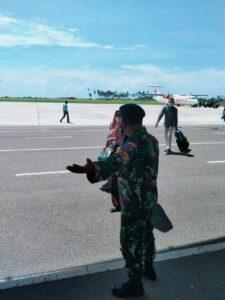Jangan Kendor 3M, Babinpotdirga dan Personel Lanud RSA Laksanakan Prokes di Bandara RSA