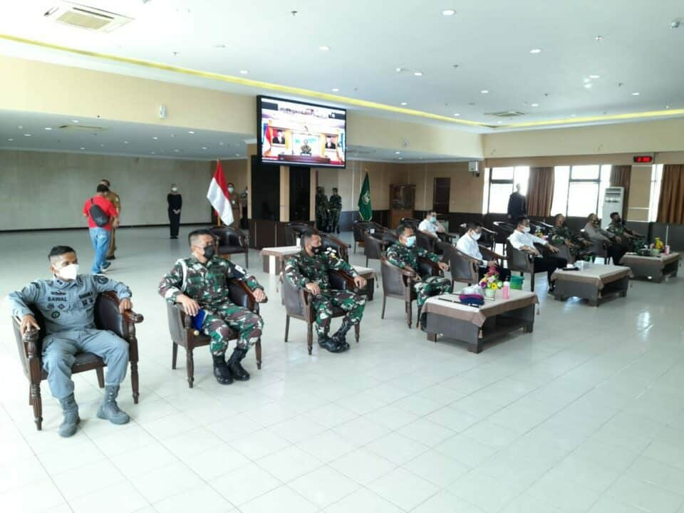 Danlanud Hang Nadim Hadiri Rakor Penegakan Disiplin Prokes Secara Virtual