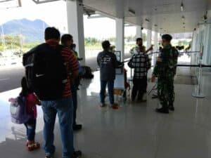 Serka Surais Babinpotdirga Lanud RSA, Kawal dan Pantau Prokes di Bandara RSA