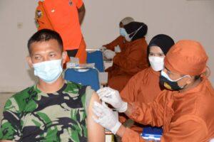 Tingkatkan Imunitas, Anggota Lanud Adisutjipto Laksanakan Vaksinasi Tahap II.