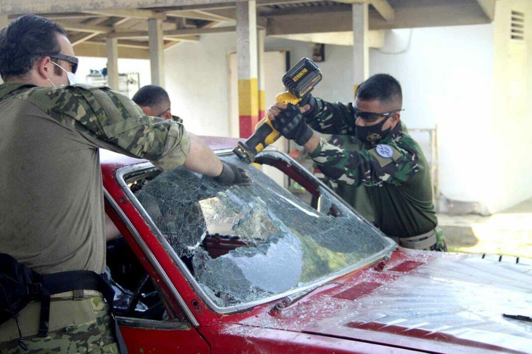 JCET Teak Spear Iron 2021 Laksanakan Evakuasi Penyelamatan Di Dalam Kendaraan