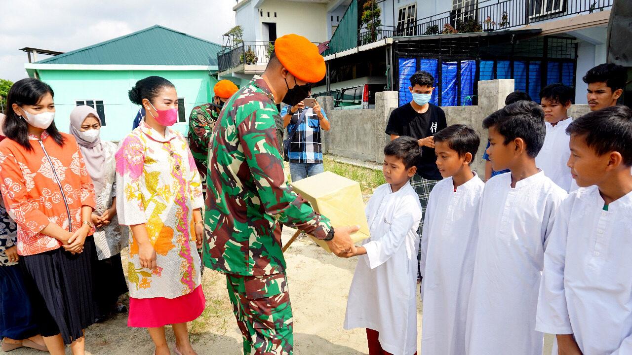 Jum'at Berkah, Yonko 462 Paskhas Berikan Santunan Kepada Panti Asuhan Al Ilham