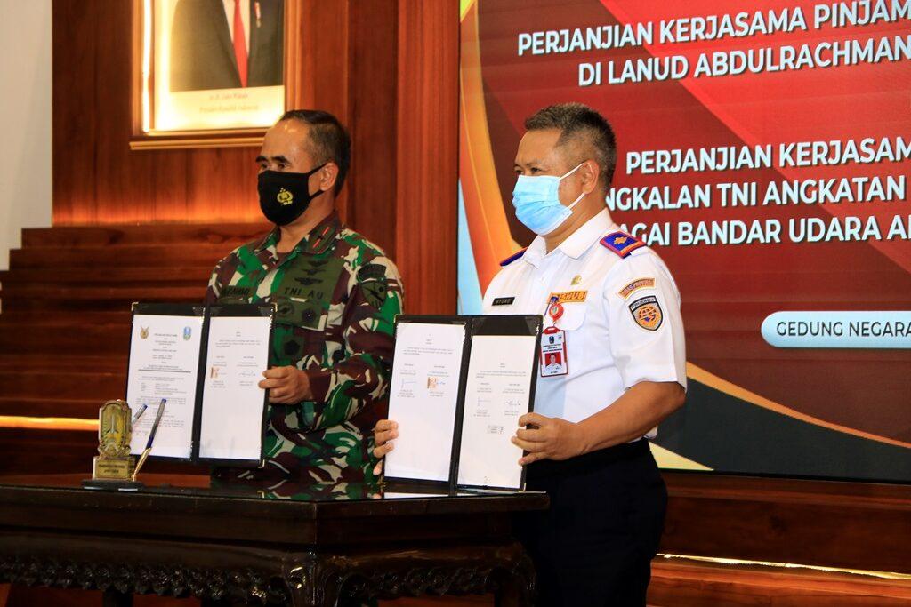 Komandan Lanud Abdulrachman Saleh Menandatangani Perjanjian Kerjasama Dengan Pemprov Jawa Timur di Gedung Negara Grahadi