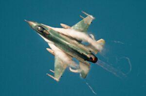 Jelang Puncak Jalak Sakti, Pesawat Tempur Manuver Dilangit Pekanba