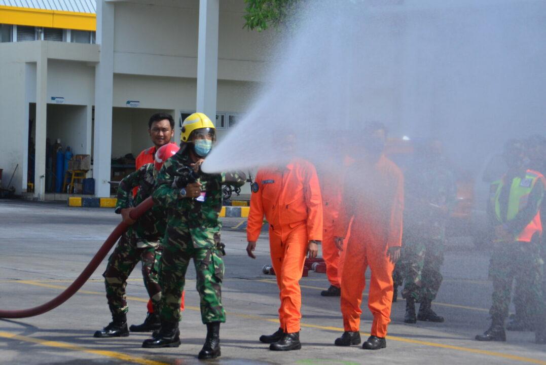 Prajurit Lanud I Gusti Ngurah Rai Laksanakan Latihan Penanggulangan Bahaya Kebakaran bersama ARFF (Airport Rescue and Fighting Fire)
