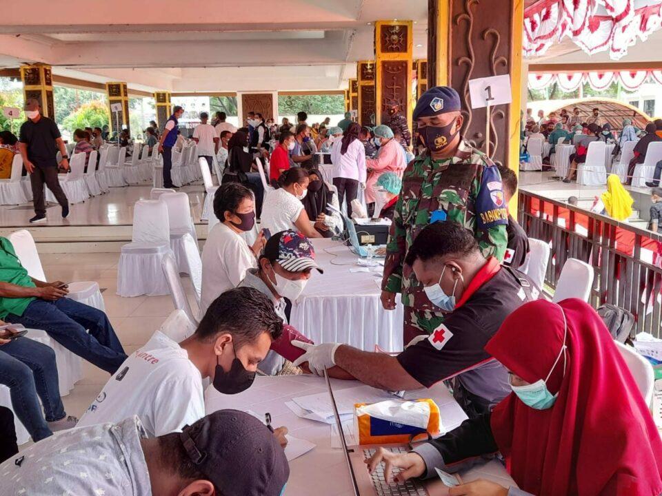 TNI AU Lanud Pattimura dukung program serbuan vaksinasi nasional di wilayah Ambon.