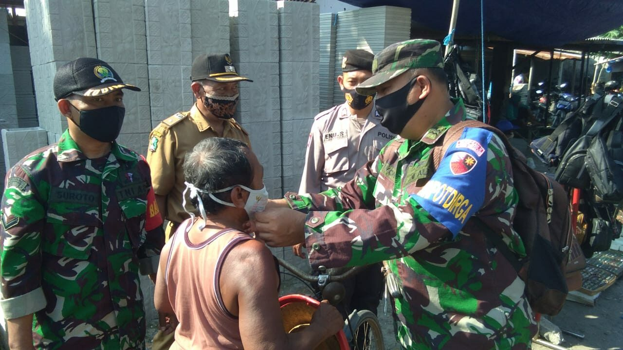 Babinpotdirga Lanud Iswahjudi Laksanakan Patroli PPKM dan Penegakan Prokes