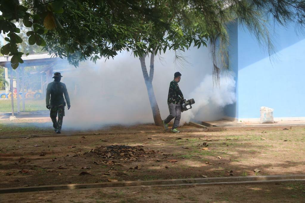 Cegah DBD, Lanud Raden Sadjad Laksanakan Fogging