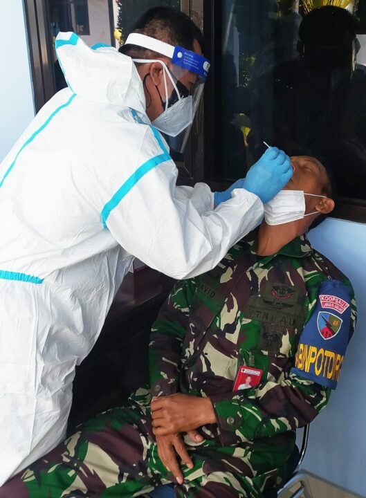 Pantau Terus Kesehatan Personel dan Keluarga, RSAU Lanud Raden Sadjad Lakukan Test Swab Antigen Massal